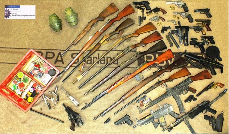 In Nalbach hortet 63jähriger über 100 Waffen