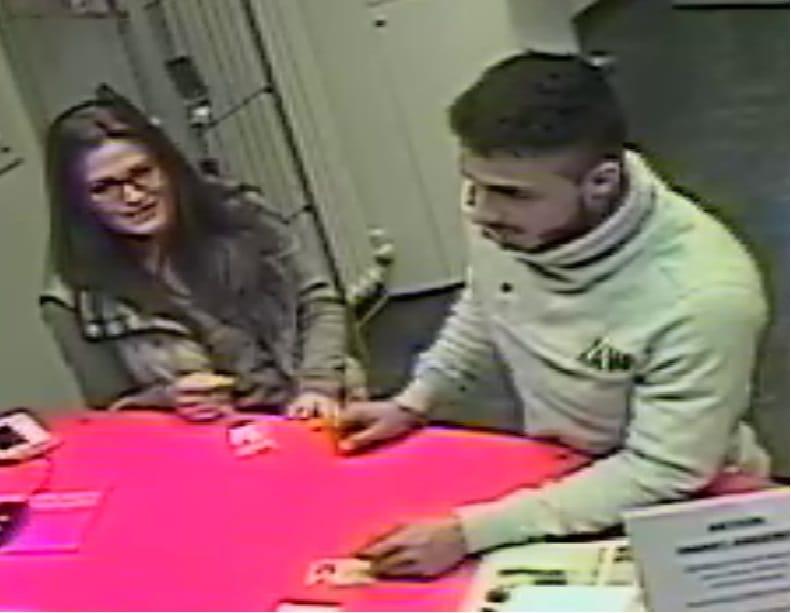 Polizei sucht mit Lichtbildern einer Überwachungskamera nach bislang unbekanntem Betrügerpärchen