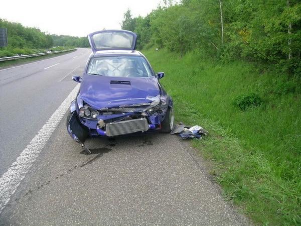 Internet_Opel Corsa nach Wildunfall_200hoch