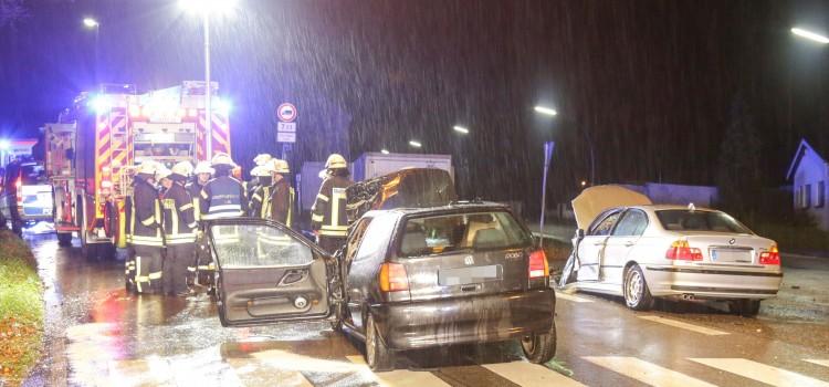 Frontal-Crash fordert 4 Verletzte
