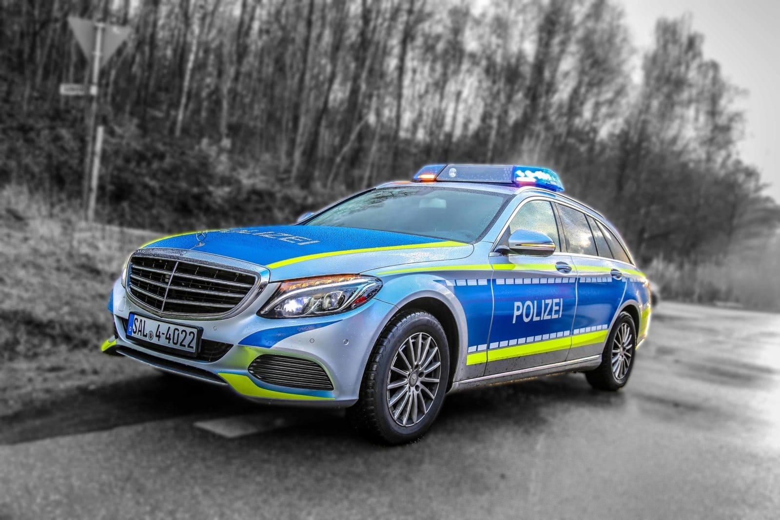 Polizei Sucht Nach Verfolgungsfahrt Und