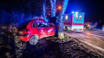 Ein dem PKW wurde eine Person schwer verletzt