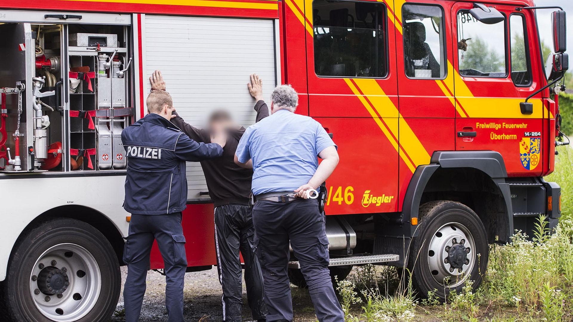 nach pkw brandserie in saarlouis polizei sucht zeugen und weitere geschdigte - Bewerbung Polizei Saarland