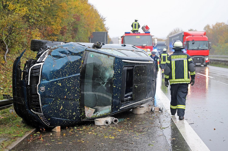 Auto überschlägt sich auf der A8 bei Neunkirchen - Blaulichtreport-Saarland